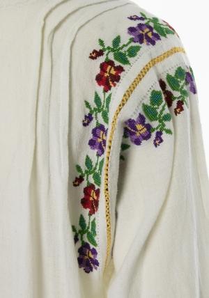 Rochie ie traditionala tunica brodata cu motive florale vintage unicat