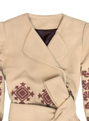 Beige woolen coat with ancient geometric pattern