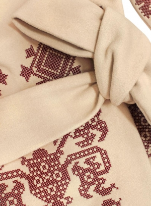 Beige woolen coat with ancient geometric pattern