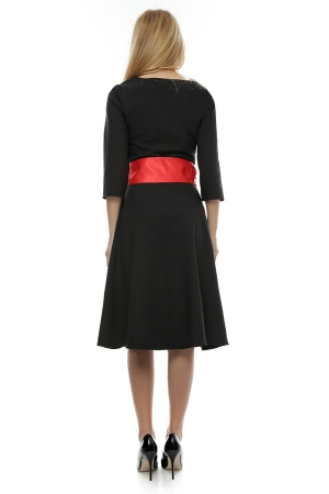 Rochie neagra cu aplicatie  trandafiri rosii brodati+brau tafta  Culoare negru RO175