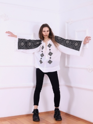 FLORII Banat Folk embroidered blouse