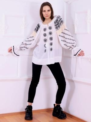 Bluza tip ie moderna stilizata cu broderie inspiratie romaneasca model Bucovina FLORII
