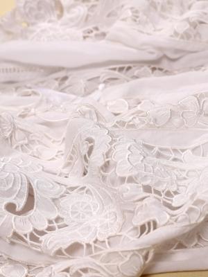 Bluză de damă stilizată inspirată de modele tradiționale românești AJUREE WHITE FLORII