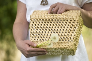 Hand-woven lunch box
