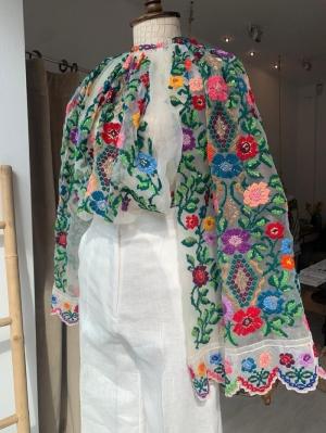 Ie romaneasca vintage cusuta manual cu broderie florala