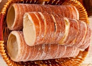 Hungarian Sweetbread Wood Accesories - Kurtos Kolacs