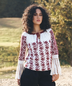 Knitted folk blouse with floral embroidery