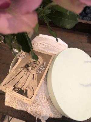 Last night I bought you earrings gift box ; designer earrings + flower bouquet