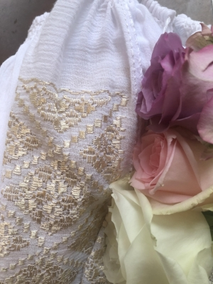Roses and Romanian blouse luxury gift box