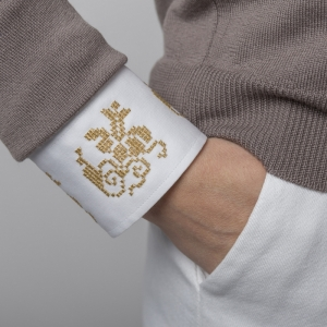 Pulover Brodat Cu Motive Romanesti Gri Grandeur Alisia Enco