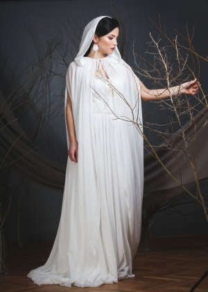 Veil bride cape with hood and train