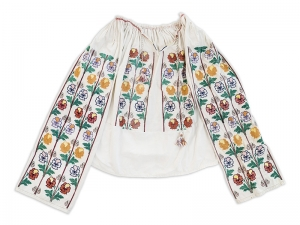 Vintage Romanian Embroidered Blouse Floral Motifs