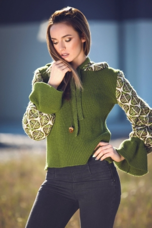 Woman knitwear sweater with green leafs patent texture and ruffled sleeves