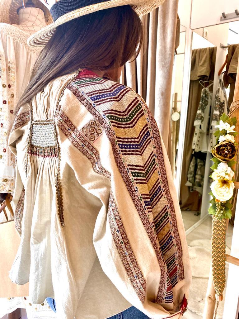 Ie veche 100 ani specifica costumului popular bulgaresc din Banat