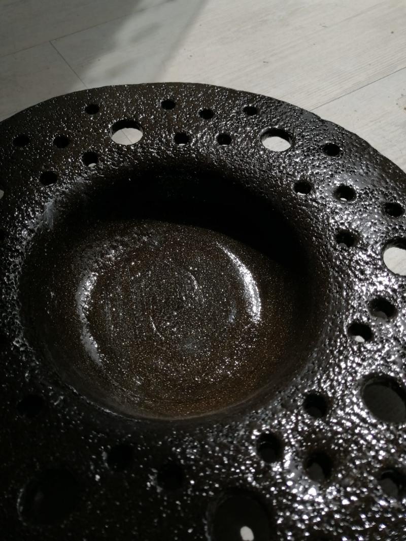 Farfurie ceramica perforata Earth Rupture