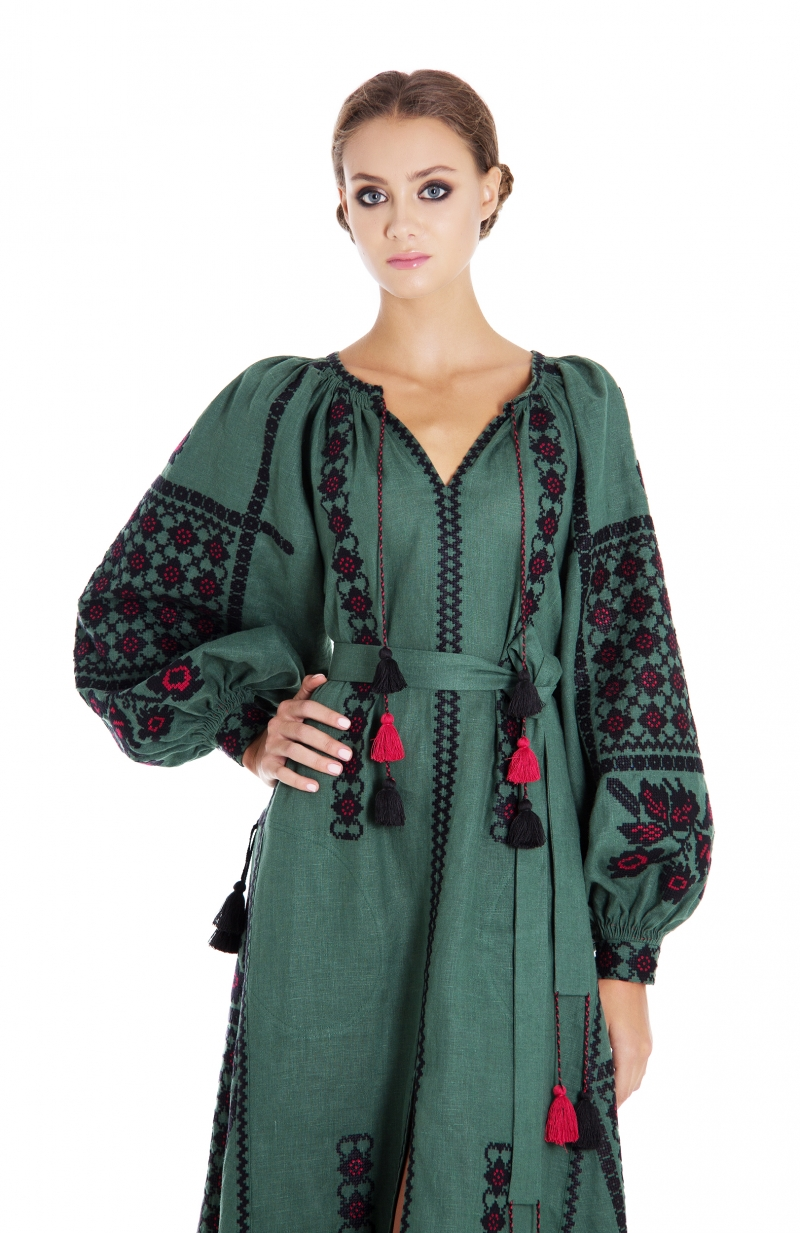 "Embroidered dress ""Green chic"""