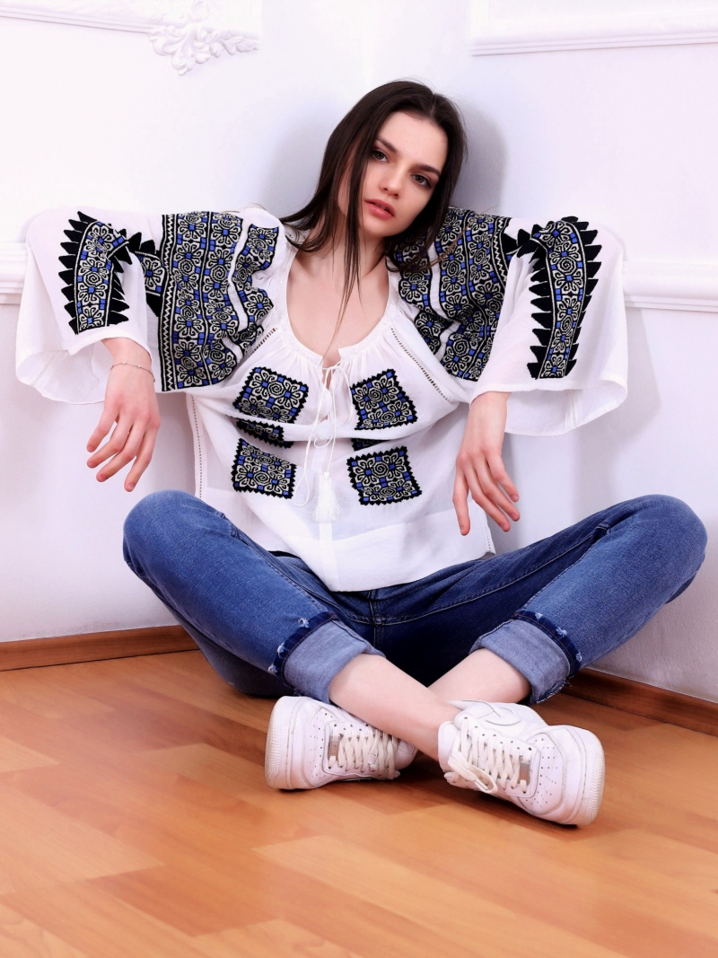 FLORII Beauty Emergence Folk Embroidery Blouse