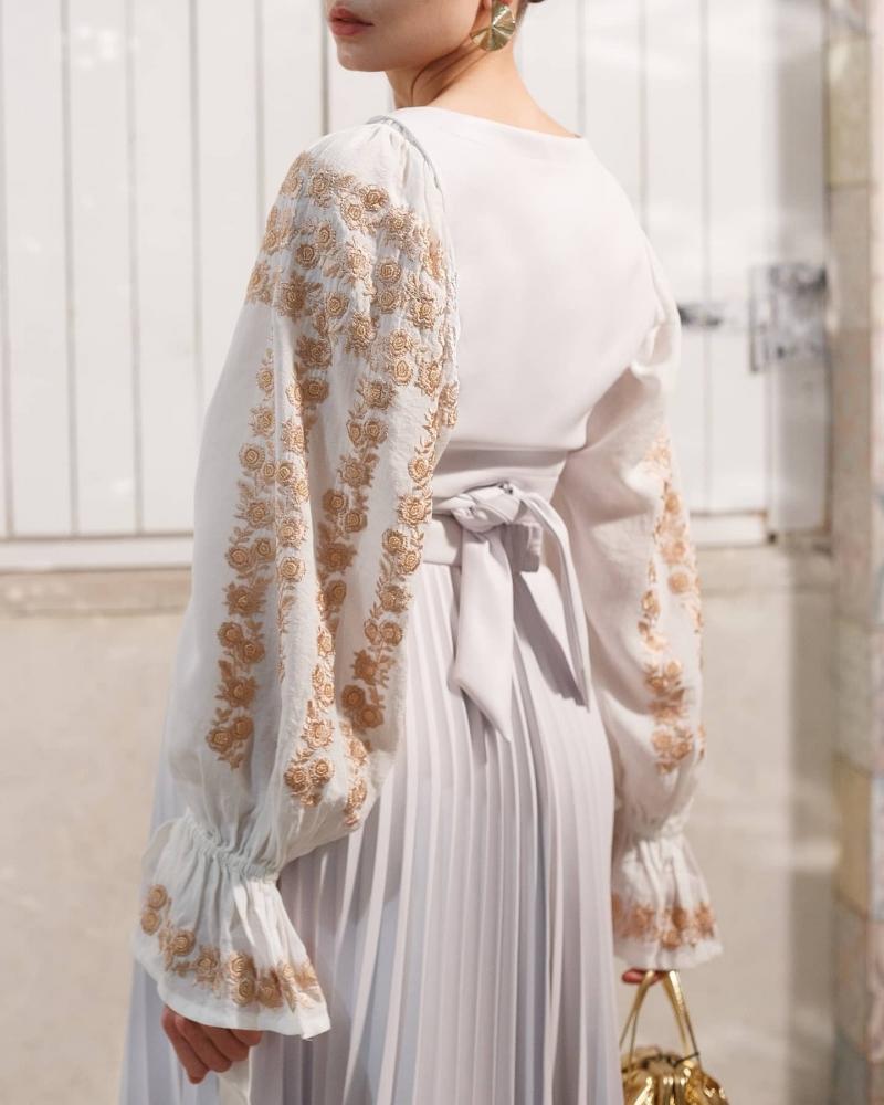 Bluza  tip ie moderna stilizata Cherry Blossom cu broderie bej FLORII