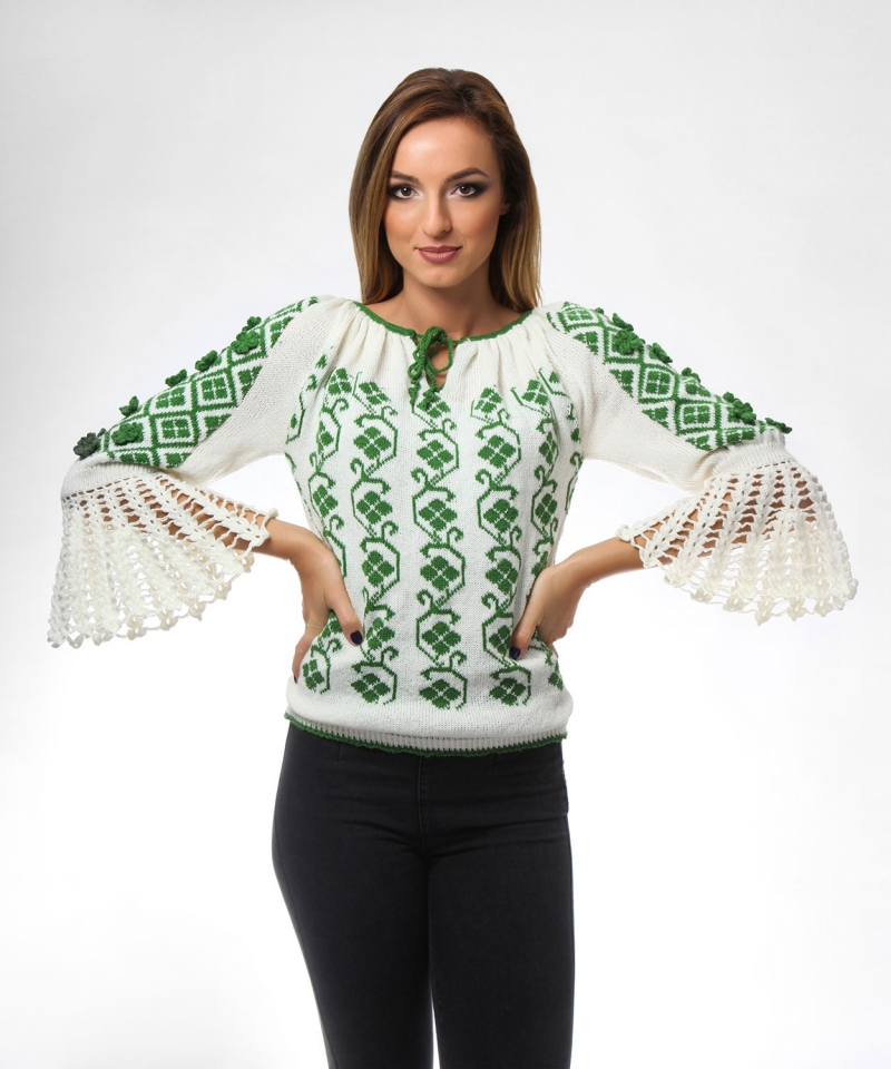 Folk Green knitted sweater with crocheted sleeves Onibon