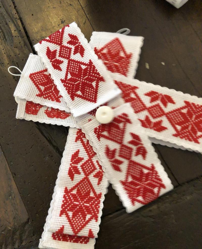 Folk made curtain binders hancrafted by artisans in Maramures Ie de Maramu