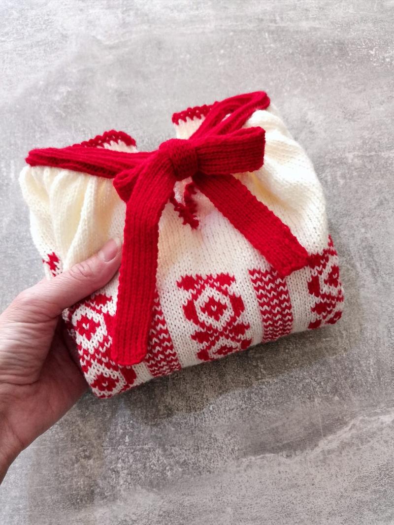 Pulover ie pentru copii tricotat manual model traditional romanesc rosu