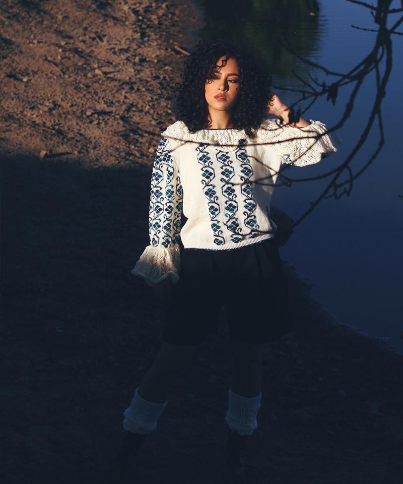 Ia pulover tricotat cu guler si model broderie traditional  albastru realizat manual
