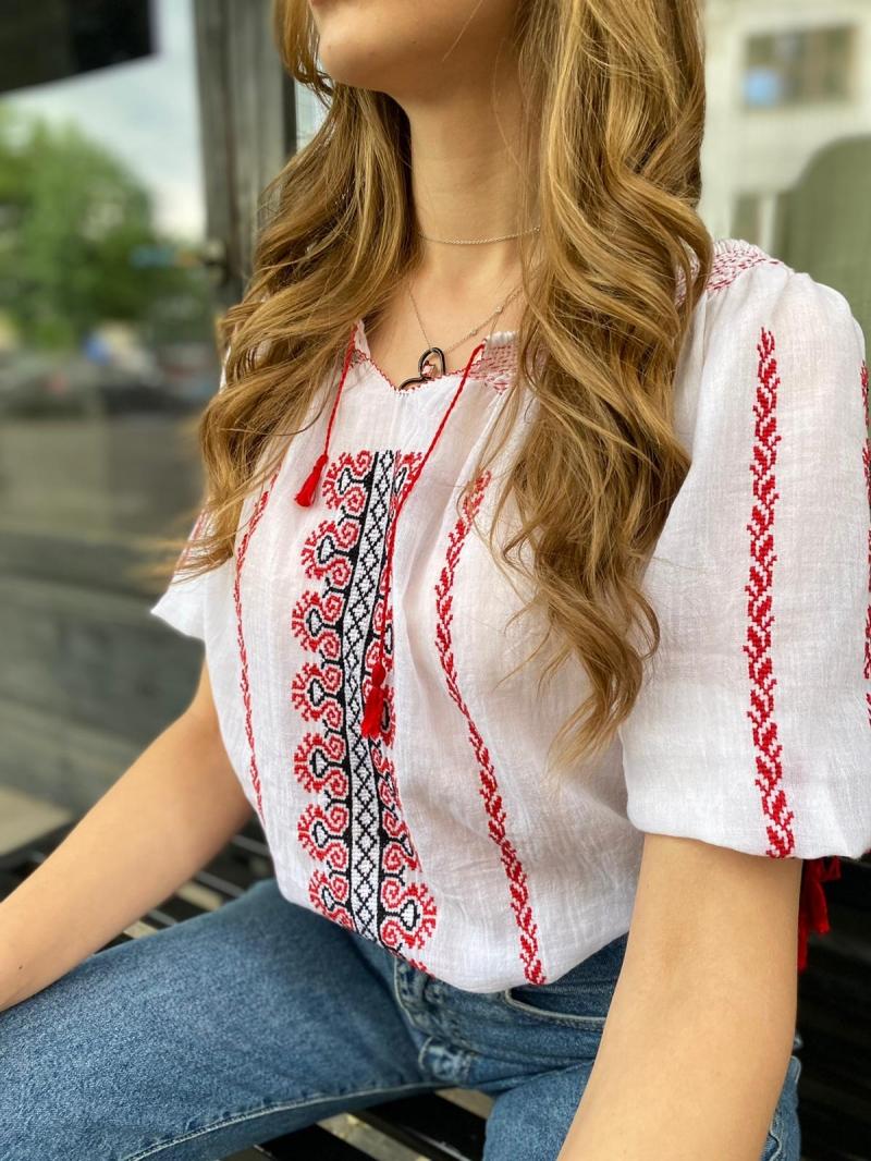 Romanian blouse short sleeved folk pattern handmade The Comb