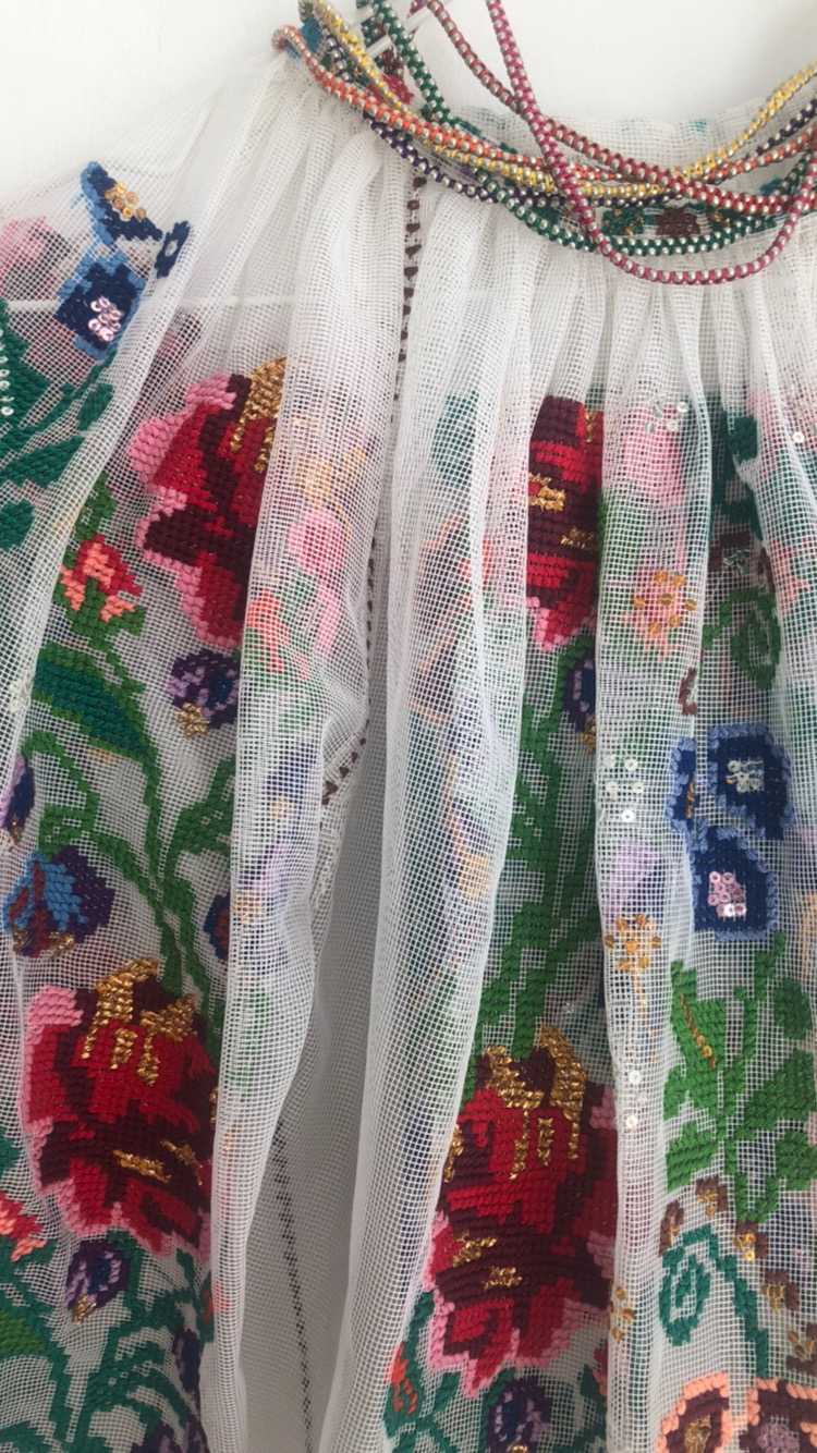 Ie Senzationala Vintage Motive Florale Brodate pe tul