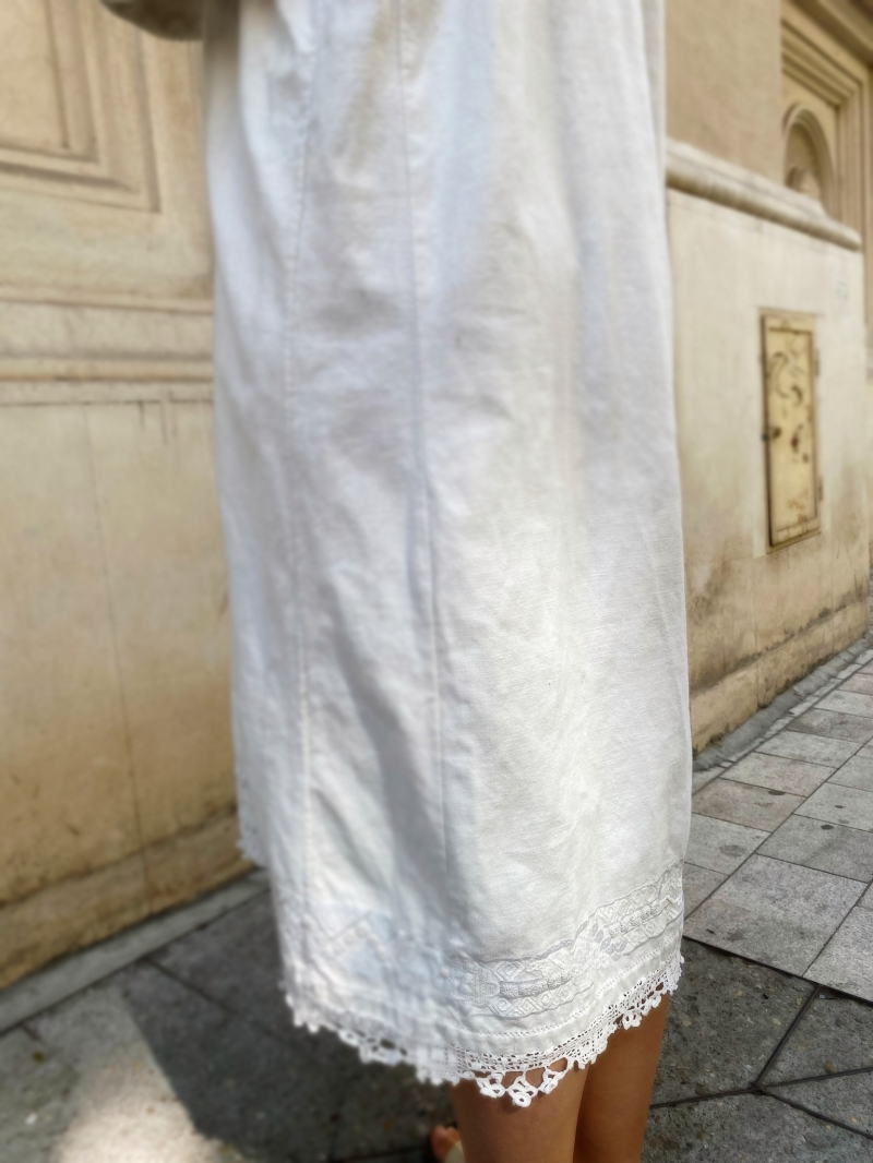 Rochie alba vintage romaneasca cusuta manual panza de casa Oanabelle