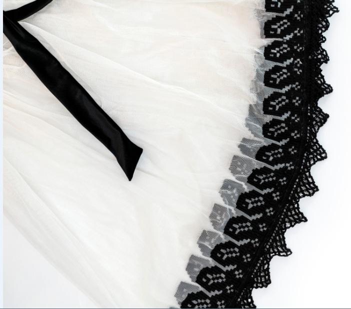 Costum romanesc ie si fusta cusute manual pe tul - model unic