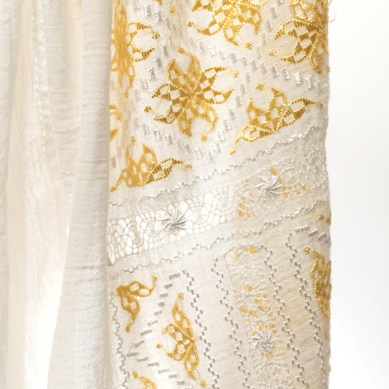 White and golden silk embroidered Romanian peasant blouse handmade by artisans - La blouse roumaine
